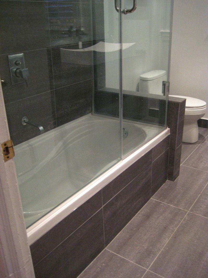 Erstaunliche Badezimmer Mit Wanne Und Dusche In 2020 Badezimmer Badewanneneinfassung Bad Badewanne Dusche