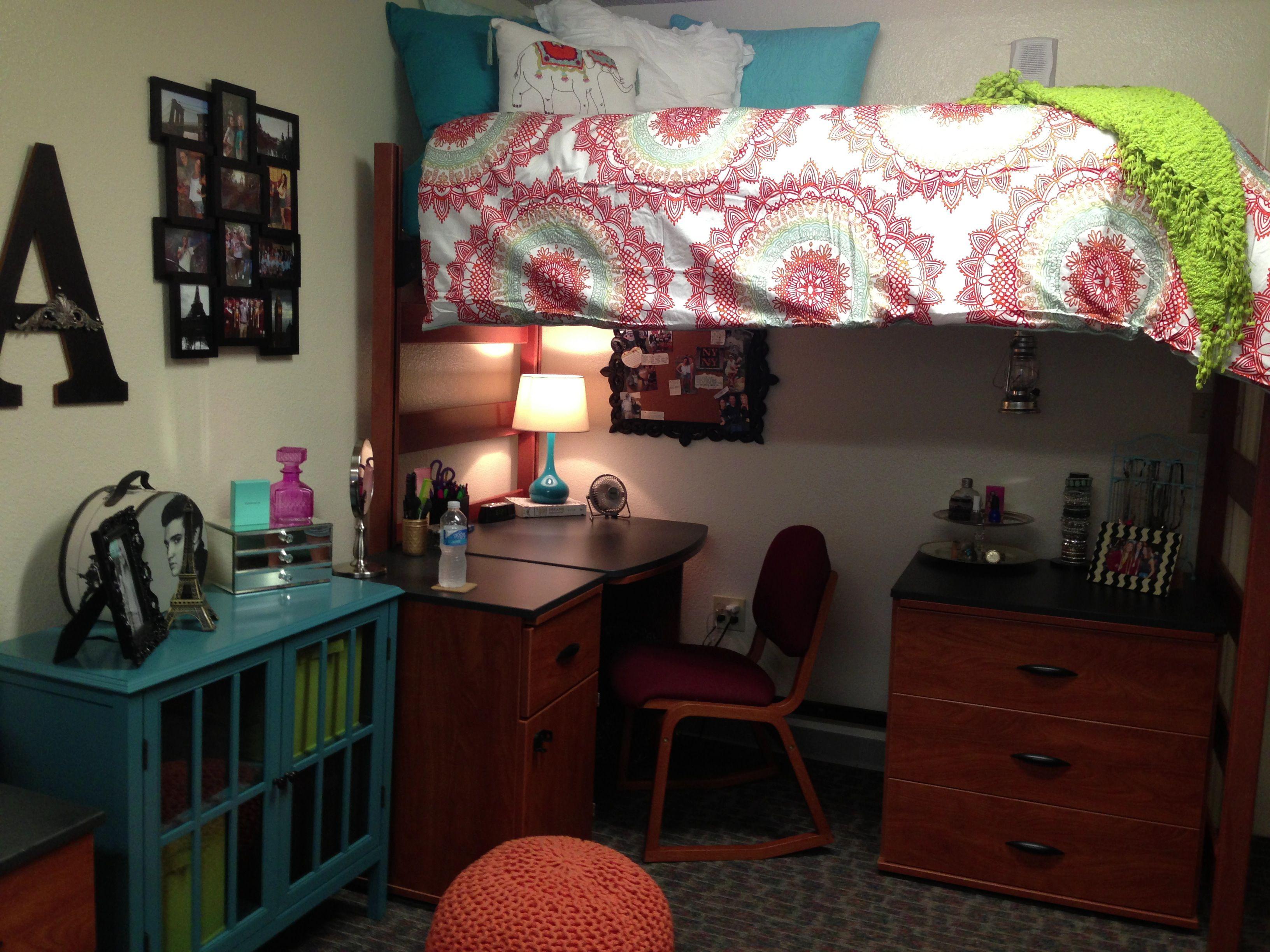 desk chair dresser underneath top bunk bed white bedspread w circle tie dye like pattern. Black Bedroom Furniture Sets. Home Design Ideas