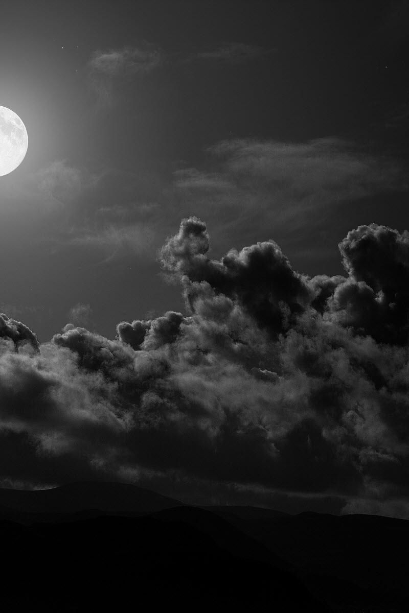 800x1200 Wallpaper Moon Clouds Sky Black And White Fondos