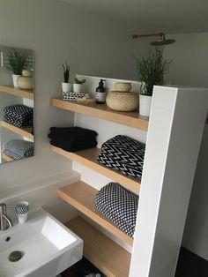 Legplanken Aan Muur.Muur Met Douche Legplanken Voor Handdoeken Producten Etc Home