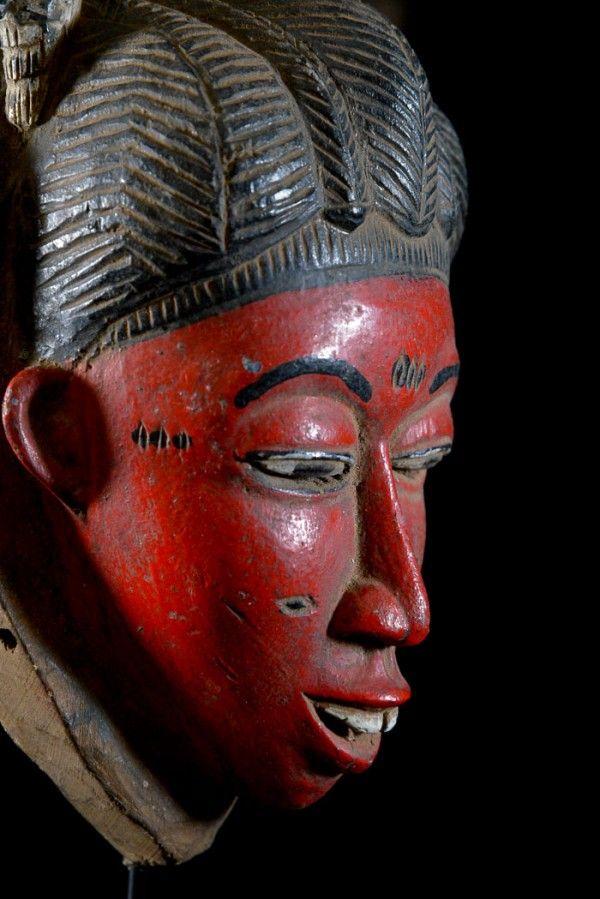 masque africain rouge