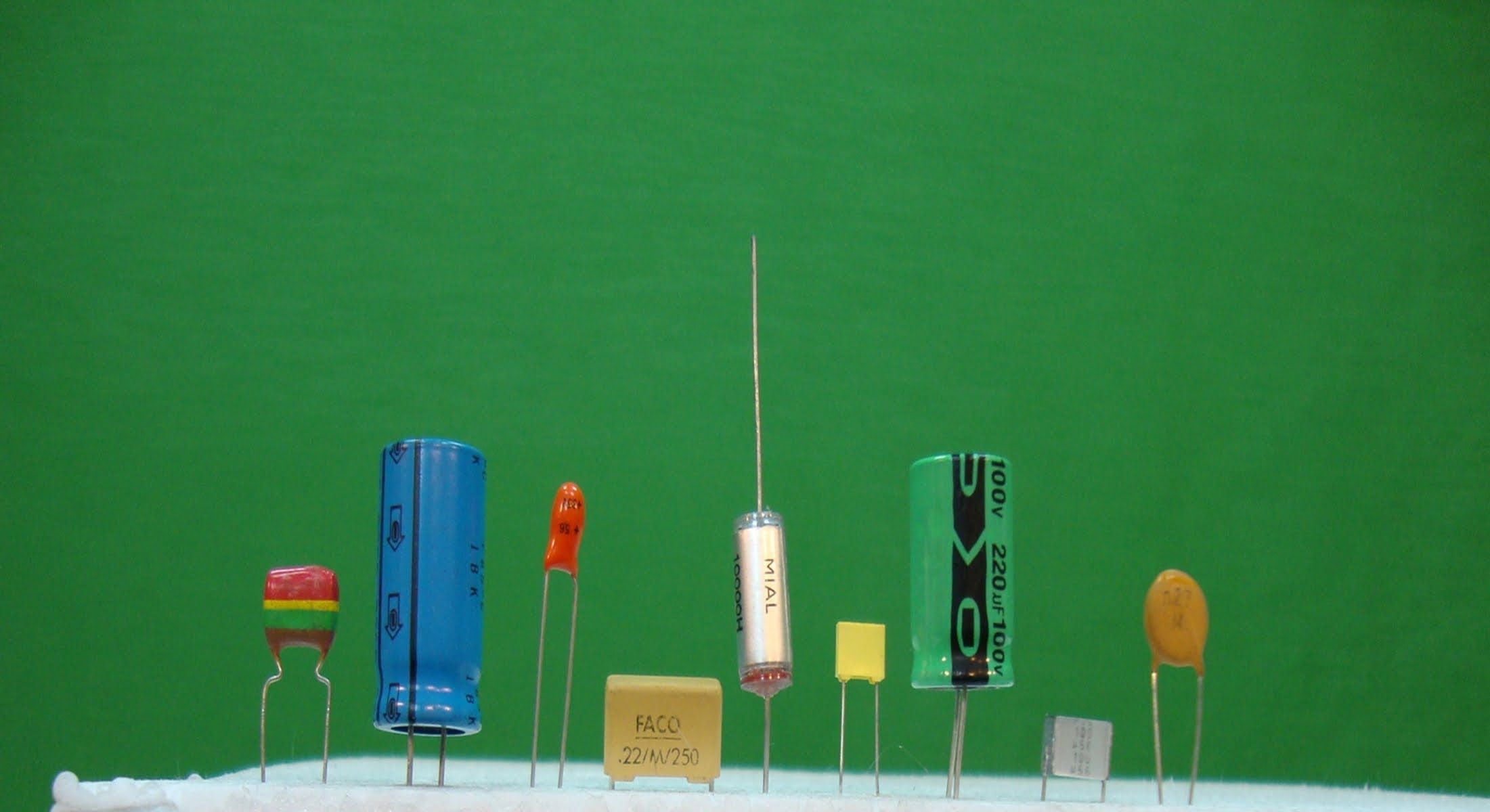 Tutorial #Electrónica Básica. Cap 04. Condensadores + Corriente continua...