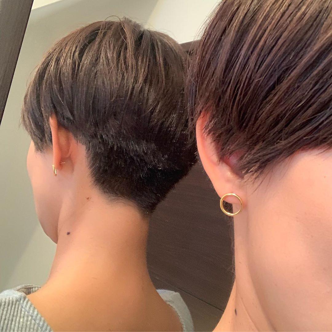 Mitsuhoooyagiさんはinstagramを利用しています かりあげくんw 襟足だけスッキリしてもらった かりあげちょー楽 どこまで 刈り上げちゃうんだろ 完全にメンズだわw 刈り上げ女子 襟足スッキリ もう伸ばせない ヘアスタイリング 短い髪のためのヘア