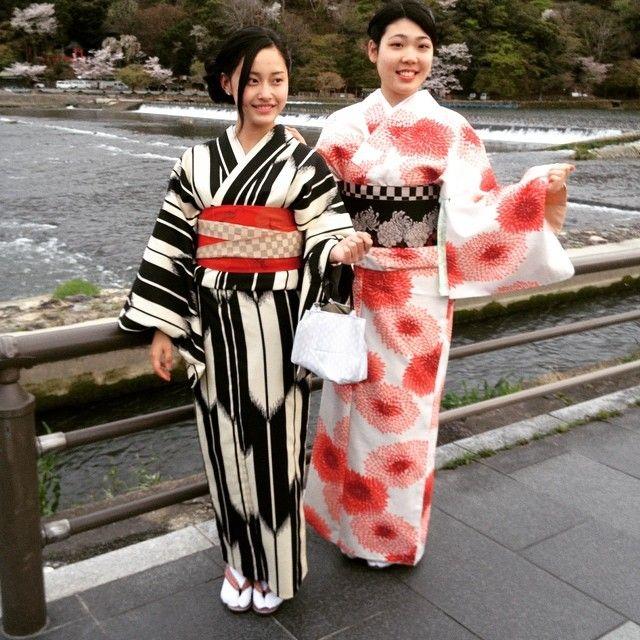 Reisetipp im April: Das Kirschblütenfest im Geisha-Modus in Kyoto zelebrieren. #sakura #kyoto #geisha #beauty_annagrams #letlifeblossom #ursulaborer