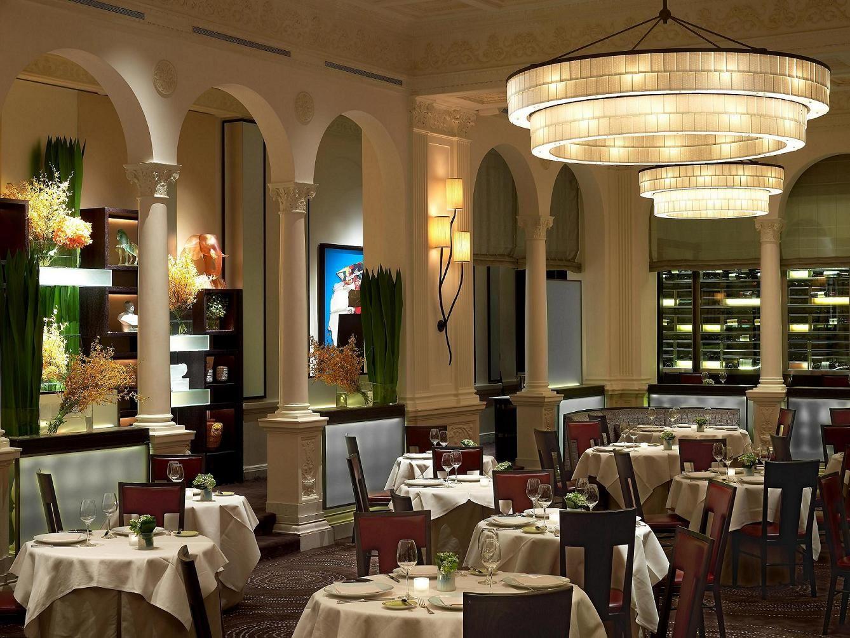 Amazing Chandelier Bestrestaurants Paris Luxuryrestaurant See More Inspirations At Www Luxxu Ne Fun Restaurants In Nyc Restaurant New York Nyc Restaurants