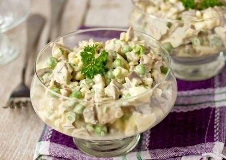 Салат с горошком и с курицей и с капустой
