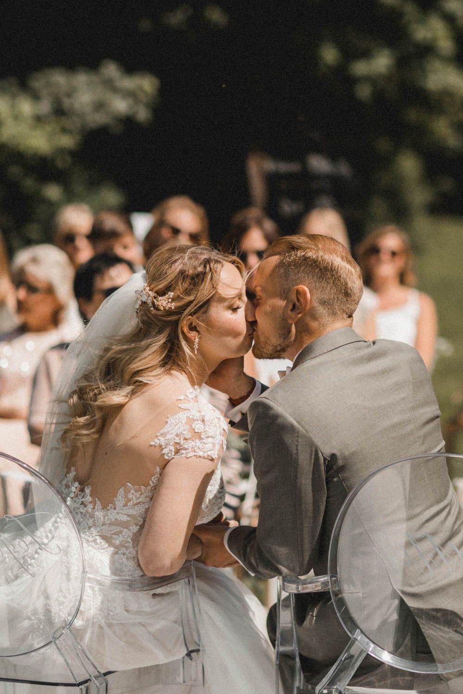 Wie Im Traum Unsere Freie Trauzeremonie Im Garten Der Villa Blumenmadchen Kleid Trauung Hochzeit Zeremonie
