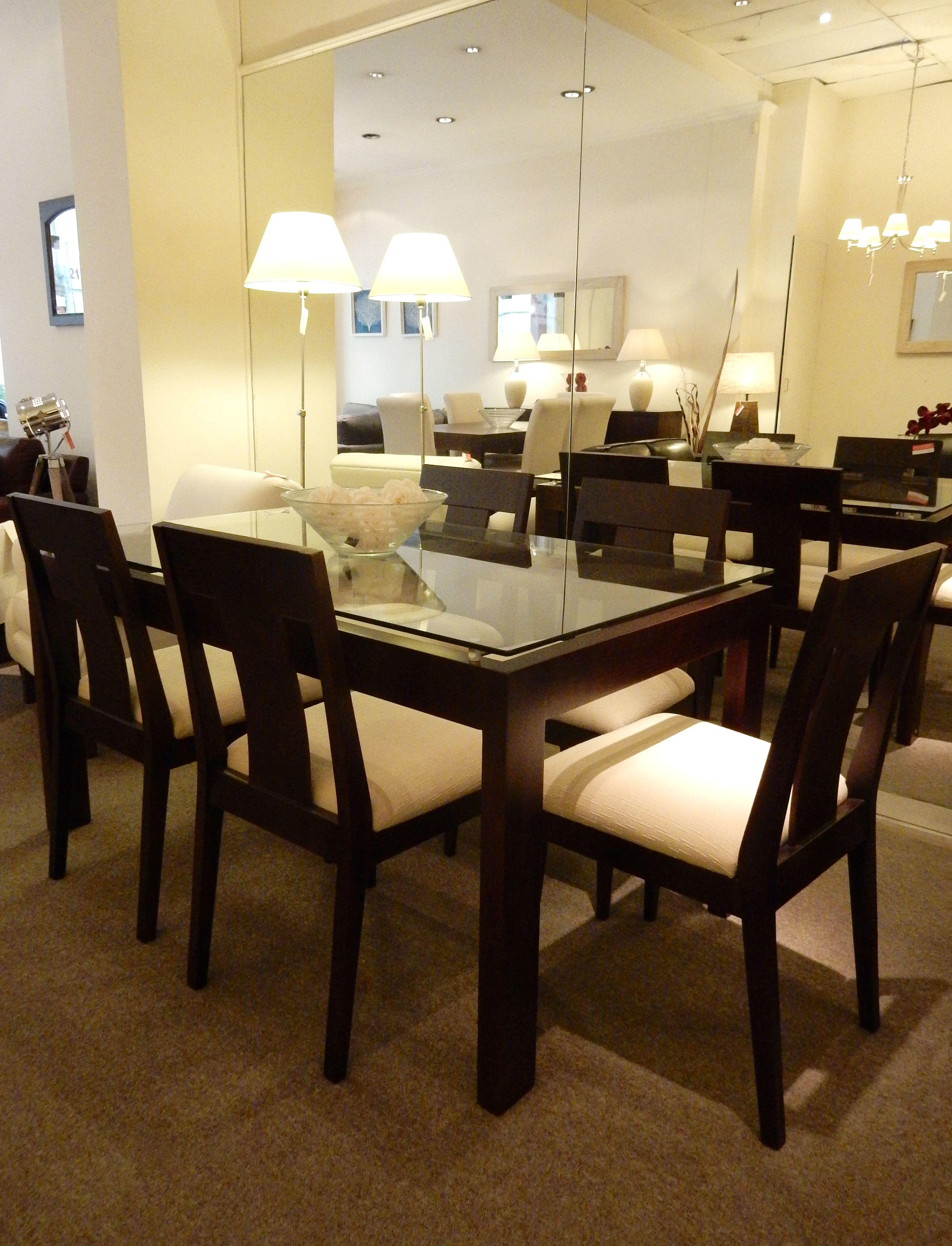 Mesa n poles con tapa de vidrio y madera de cedro con for Mesa de comedor elegante lamentable