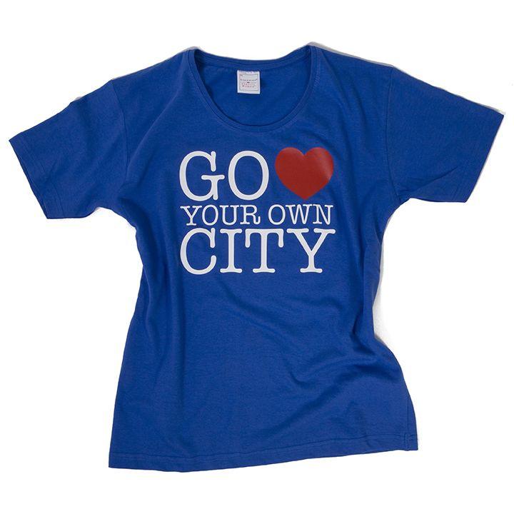Blauw T-shirt met bedrukking in 2 kleuren 'Go love your own city'.