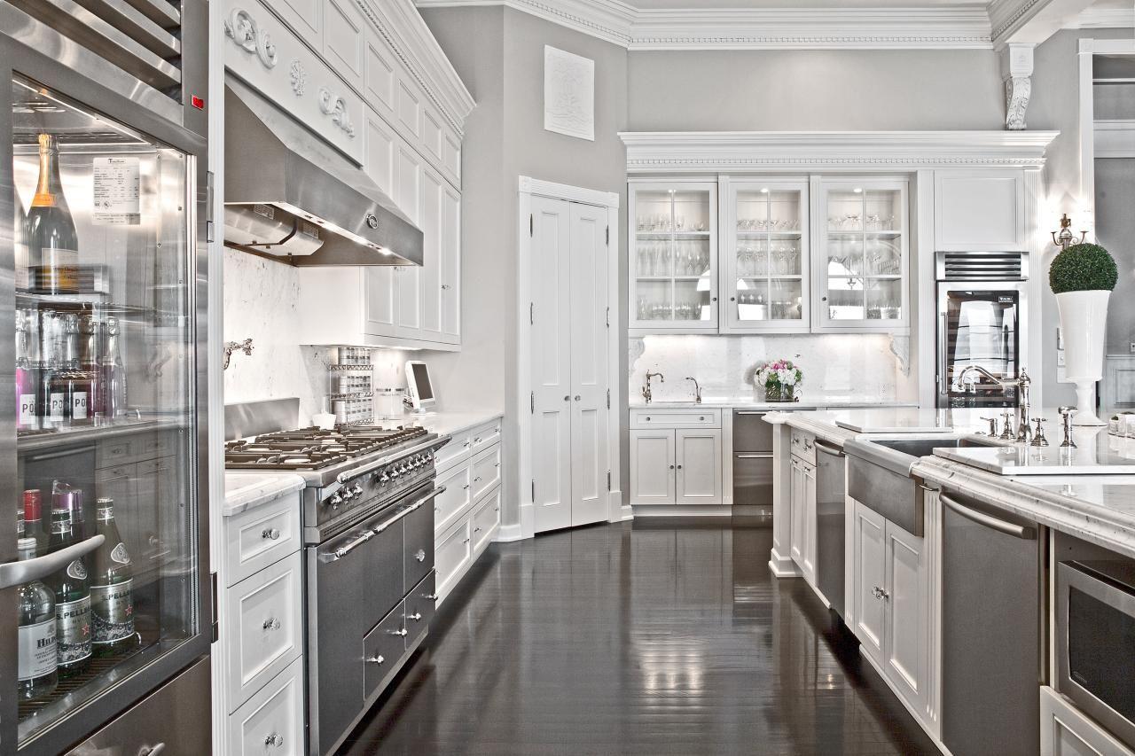 Tour A Parisian Style Estate In Bellevue Wash Mansion Kitchen Kitchen Remodel Luxury Kitchens