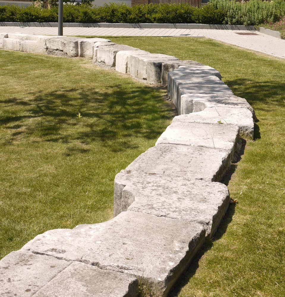15 bank seating from reclaimed stone copyright townshend for Townshend landscape architects