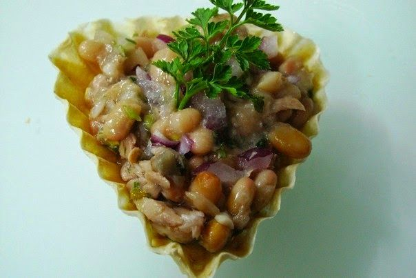 Bean Salad With Tuna Recipe - http://easy-lunch-recipes.com/bean-salad-with-tuna-recipe/
