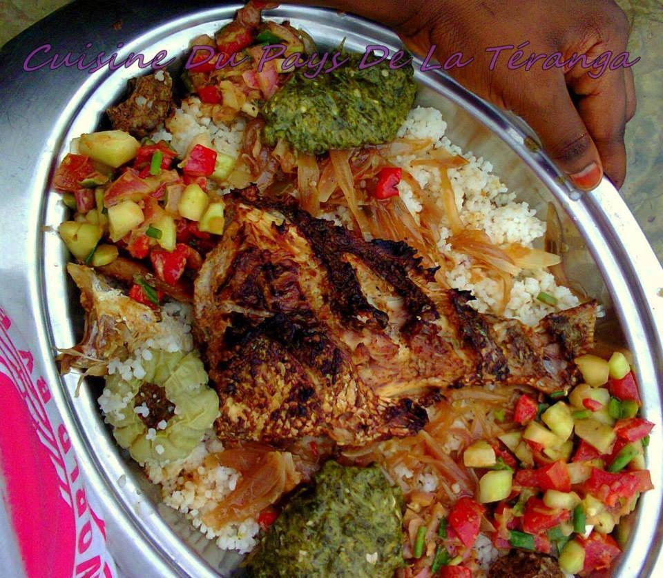 Riz Au Poisson Braise Accompagne De Crudite Et Sauce Pate Gombo African Food West African Food Food