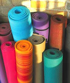 5 DIY Yoga Mat Sprays: Awesome Aromatherapy Alert.