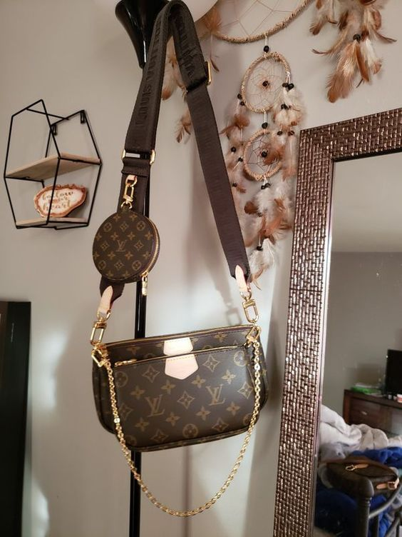 475 Used Normal Wear Multi Pochette In Beautiful Condition Dark Green Strap On The Purse Includes Dustbag Messag In 2020 Purses And Bags Gucci Bag Outfit Bags