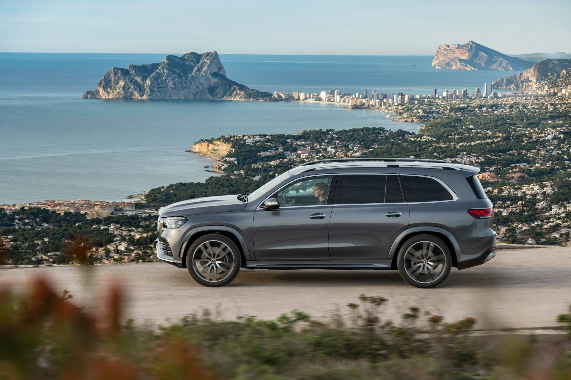 2020 Mercedes Gls Launches In Europe With Two Diesel Options Starts At 85 923 Carscoops Mercedes Benz Mercedes New Mercedes