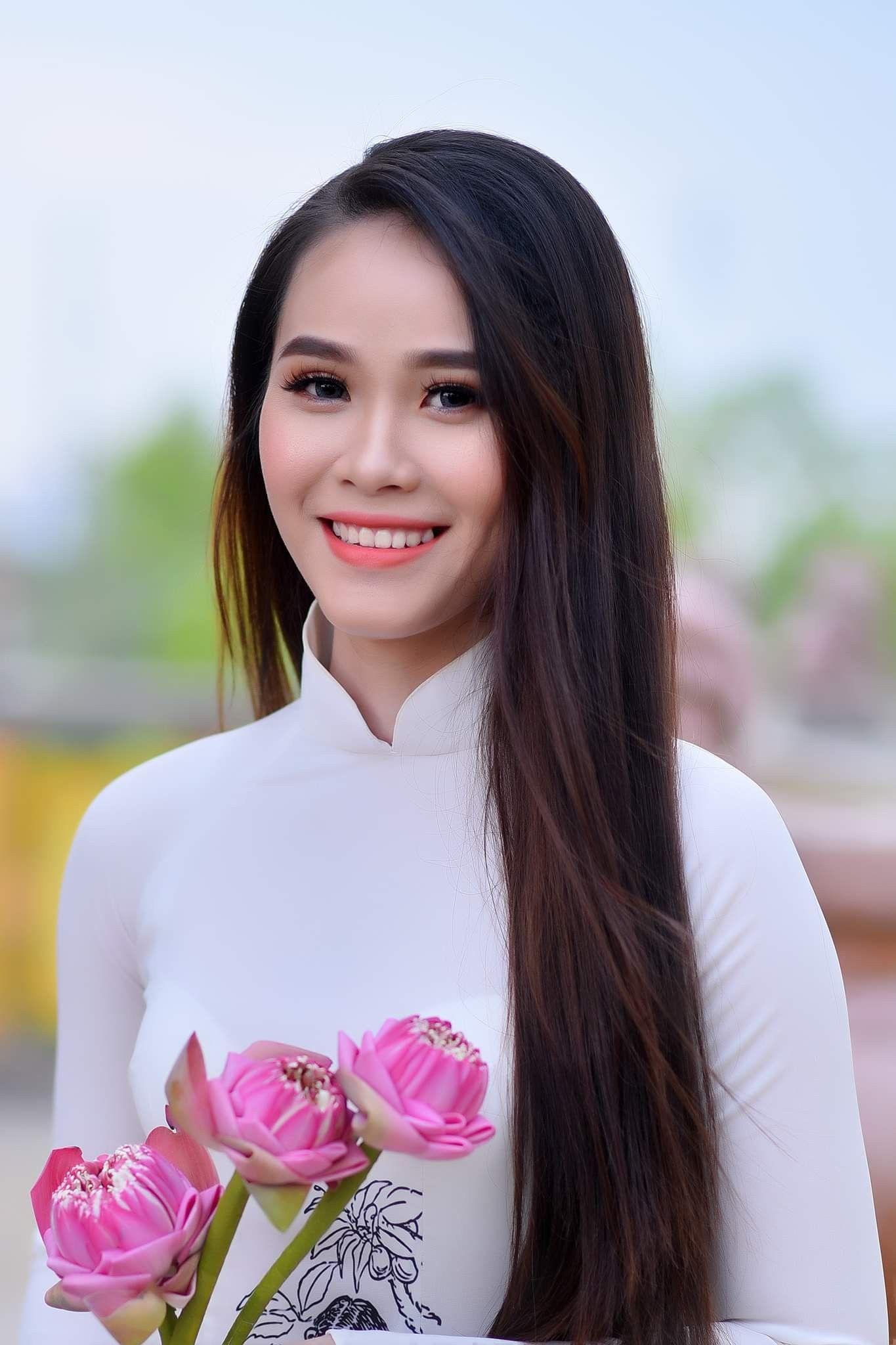 Ghim C A Phuc Phan Tren Ao Dai