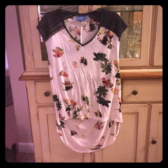 Short Sleeve High Low Shirt Short sleeve Vera Wang high low shirt with floral design and sheer black mesh sleeves. It's a medium and was only worn once! No flaws! Vera Wang Tops Tees - Short Sleeve
