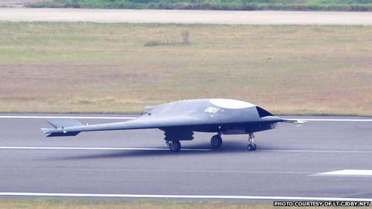Chinas Most Advanced Drone The Stealthy Sharp Sword UCAV First Flew At Hongdus Airfield In November 2013 Is Answer To Western