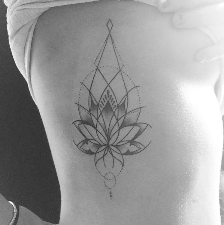 Tatuaze Na Zebrach Inspiracje Fot Instagram Fine Line Tattoos Tattoos Rib Tattoo Torso Tattoos