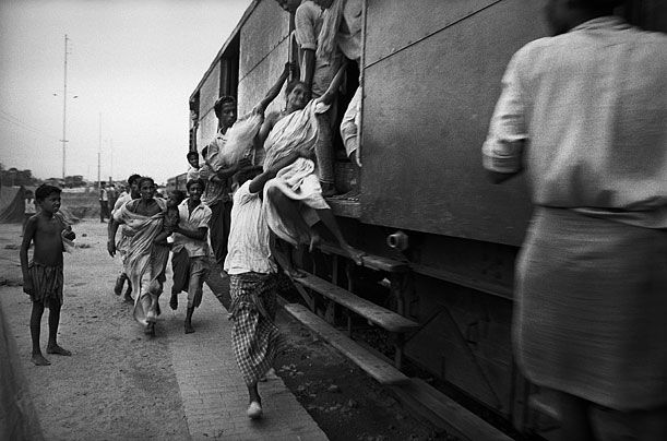 Raymond Depardon / Magnum Photos       Exodus  Nearly ten million East Pakistanis fled west across the border to India in the early months of the 1971 war, fleeing famine and the ravages of the Pakistani army.