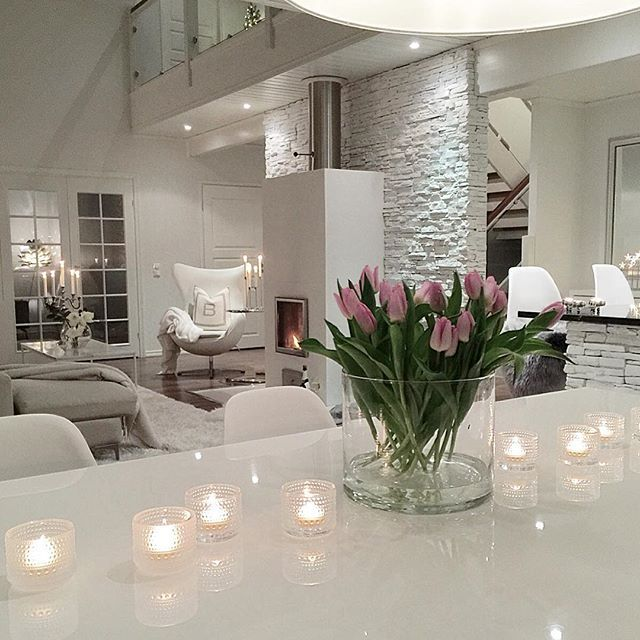 Kiitos kaikista kuluneen vuoden tykkäyksistä ja sydäntä lämmittävistä kommenteista❤️ Ei ollut helpoin vuosi, mutta se on selätetty💪🏻Ihan parasta Uutta Vuotta toivon sulle❤️ Thank you so much for all your likes and kind words. Wish you all a Happy New Year❤️ . . #happynewyear #gottnyttår #hyvääuuttavuotta2018 #interior_and_living #interior123 #interiores #interieur #interiorstyling #hem_inspiration #boligdrøm #boligpluss #inredningsinspo #cozyhome #hygge #charminghomes #interior4all…