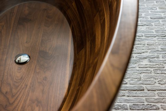 Inside of American Walnut Baula bathtub.   #archilovers #bathroom #bathroomdecor #bathroomdesigns #bathroominterior #bathroomremodel #bathtubluxury #bathtubs #classyinteriors #contemporaryarchitecture #custombathroom #design #designerdeinteriores #designinspiration #designlovers #handmade #homedecor #homedecorideas #interior #interior_design #interiordesign #interiordesignblog #interiordesignerslife #interiordesignmag #interiordesignstudio #masterbathroom #freestandingbath #modernbathroom
