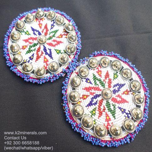 tribal beaded medals Medallones tribales rebordeados Medallones kuchi