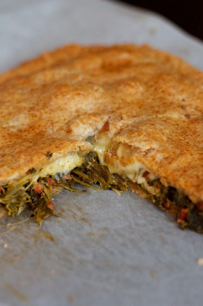 Empanada d'épeautre aux «grelos», chorizo et trois fromages | Cuisine en scène - CotéMaison.fr