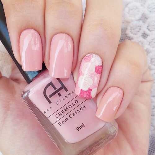 I cannot get enough of floral nails! My all-time favourite! :)
