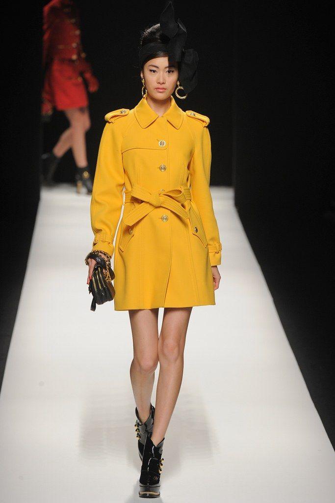 Moschino Fall 2012 Ready-to-Wear Fashion Show - Shu Pei Qin