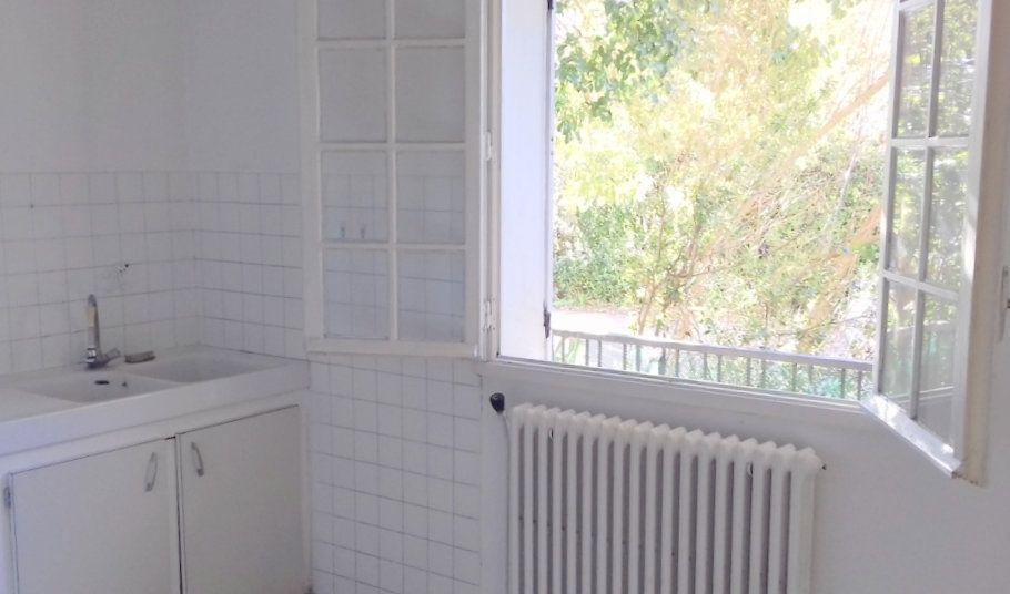 """""""Proche Facs Paul Valéry - a coté de la cité universitaire du vert bois - agréable T2 traversant au RDC Ideal investisseur ou premier achat! residence sécurisée - boisée.."""""""