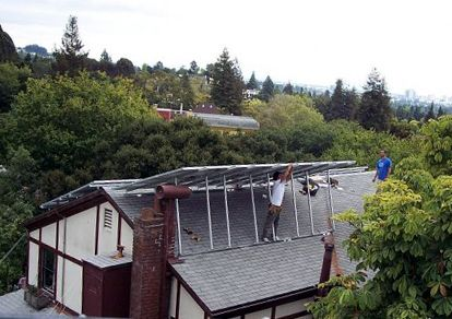 Homeowners Associations Hoas Across The U S Are Fighting Solar Installations And Even Suing Homeowners And Forcing Them To Residential Solar Solar Homeowner