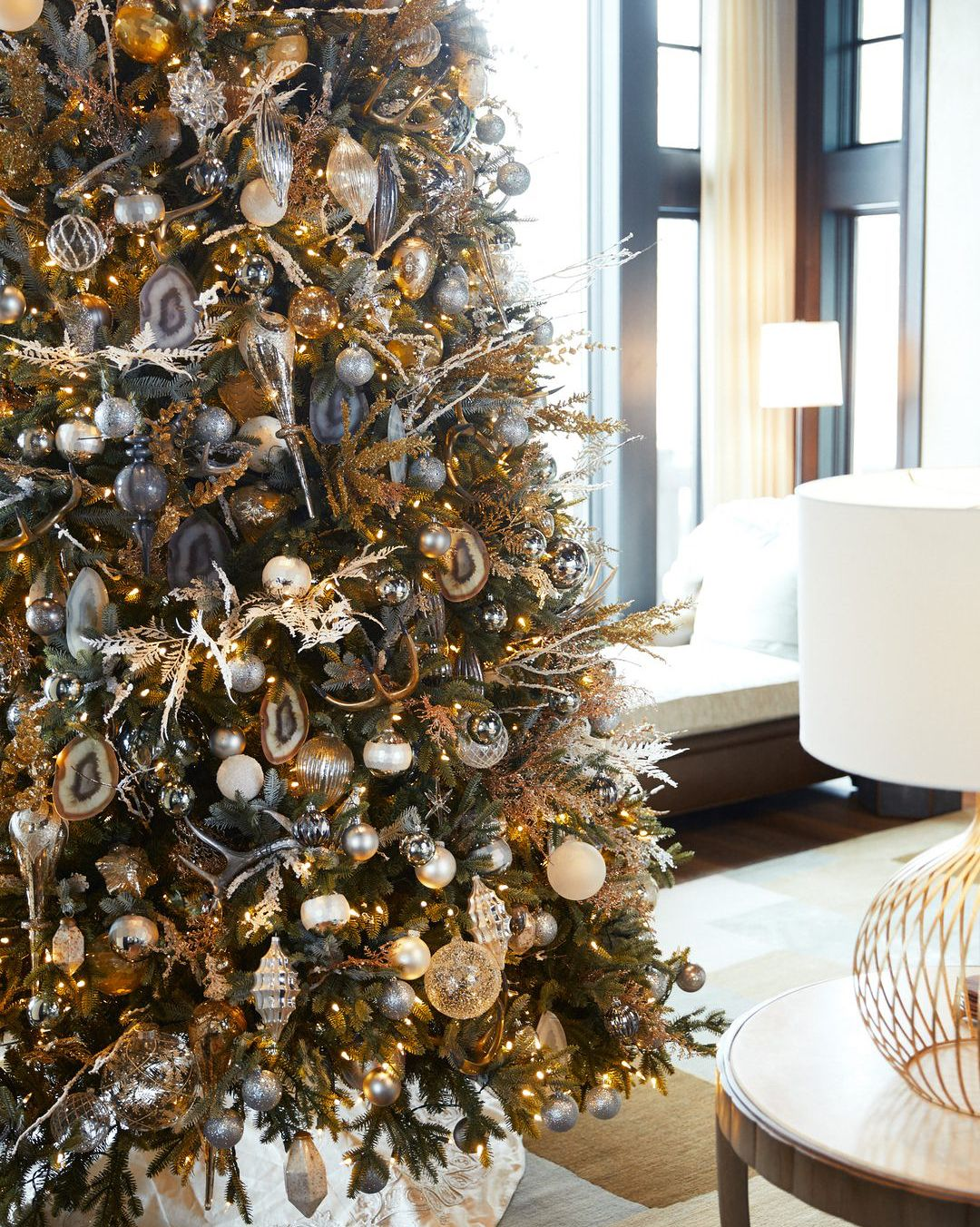 With The Tree Trimmed And Decorations Hung Accessories Designer Kendra Scott S Colorado Home Is Stunning This Time Of Year Spectacular