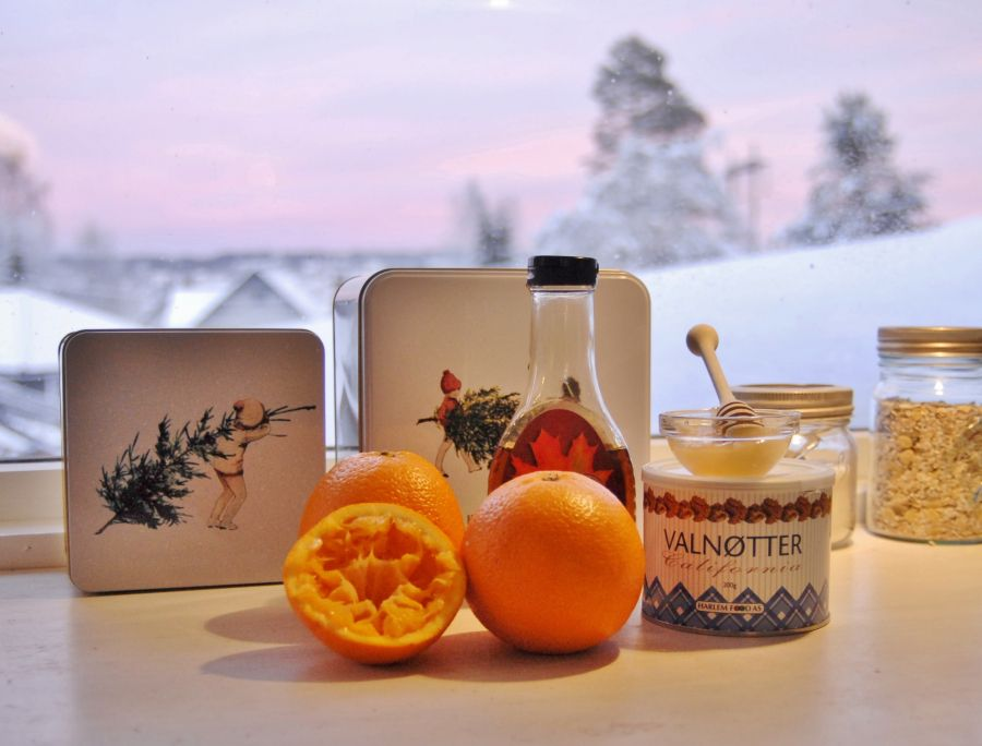 Tasty gift: Honey and Walnuts sauce, jummy om icecream and some chevre mmmm   - Honning og ristet valnøtt, fantastisk spiselig gave på  under en time!