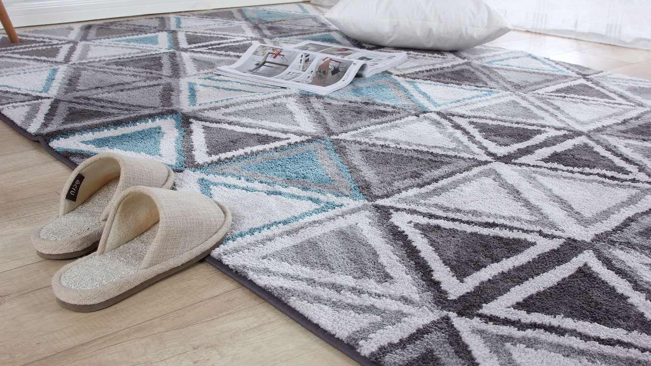 Der Teppich Lässt Sich Auch Ganz Leicht Mit Hausmitteln Reinigen Teppich Reinigen Teppichboden Reinigen Teppich