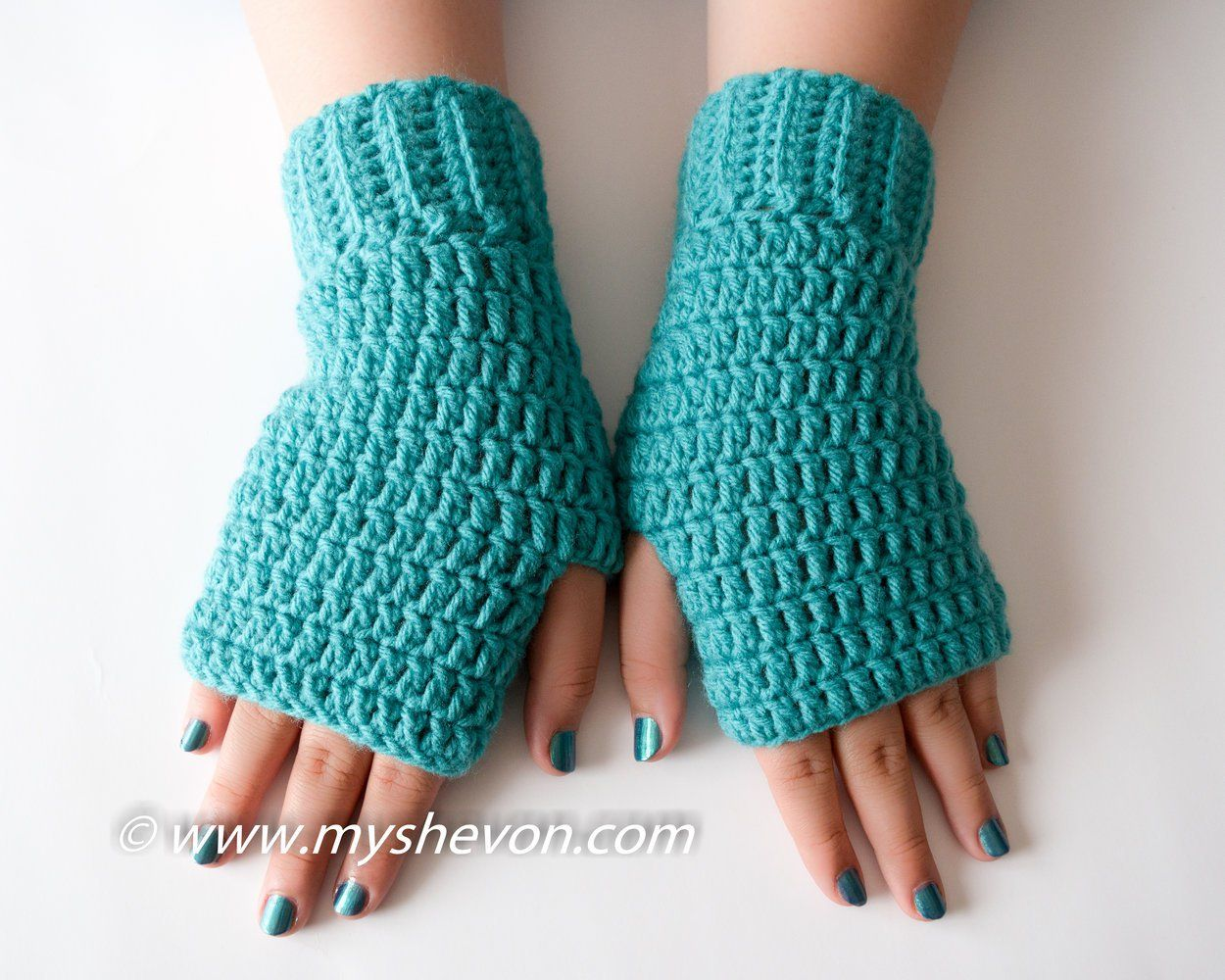 Free Easy Fingerless Gloves Pattern by www.myshevon.com | Crochet ...