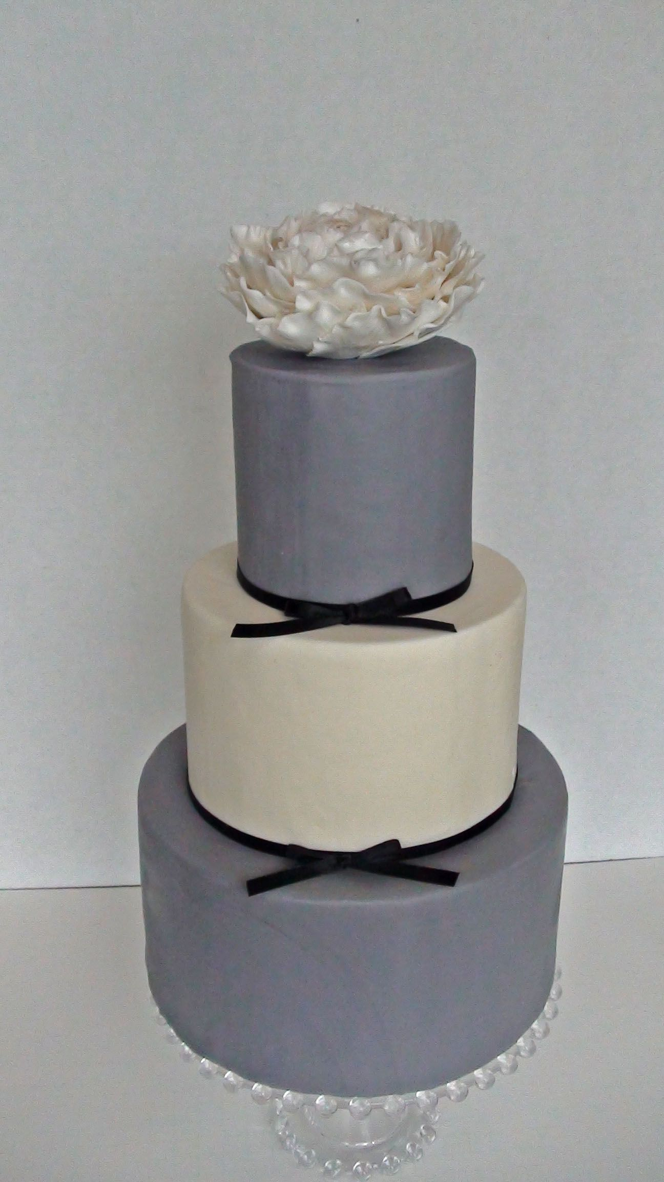 Shan check out this gray wedding cake Gray and White Wedding cake