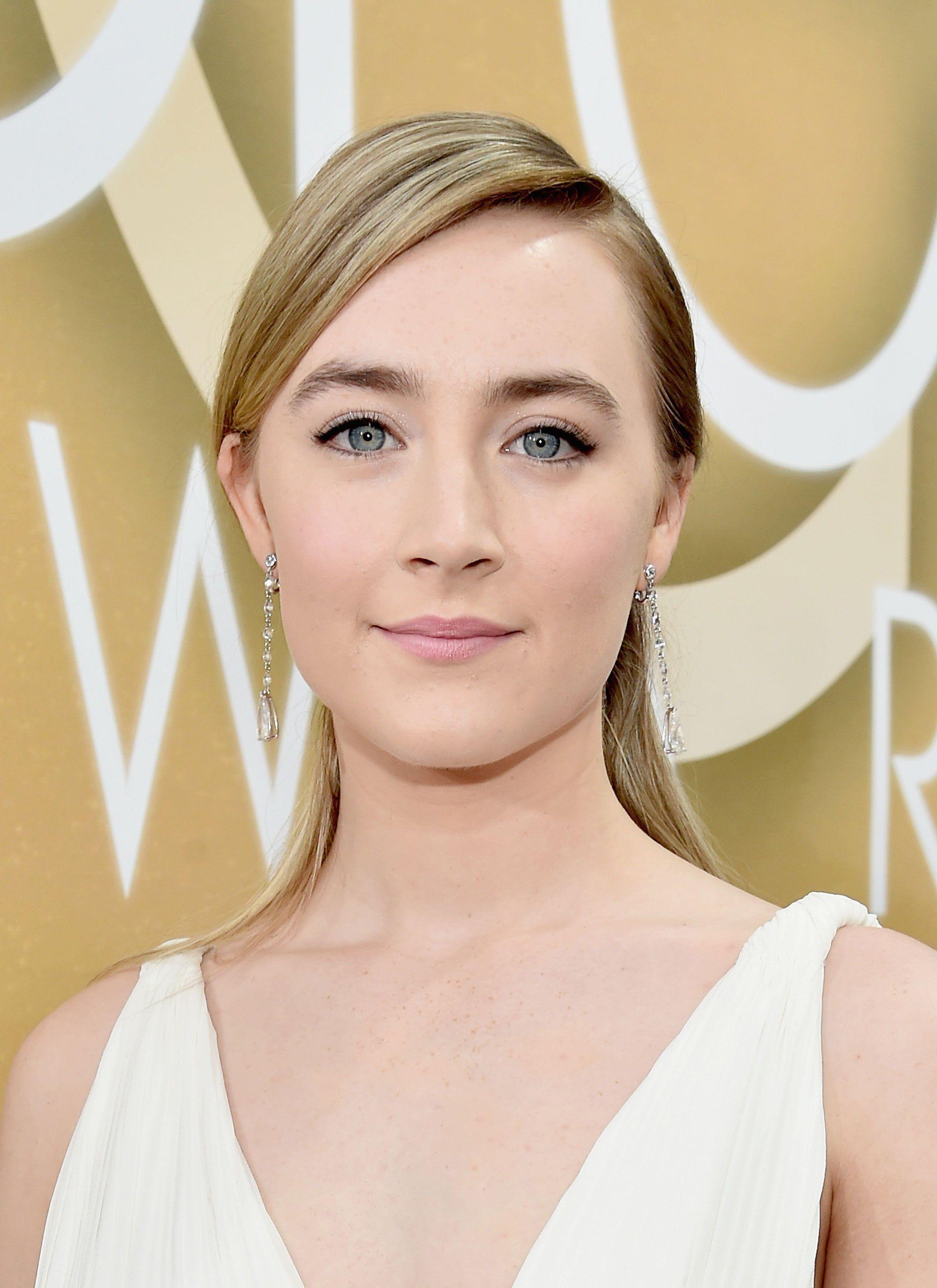 Saoirse Ronan in #Chopard jewels - 2016 Golden Globes Awards Red Carpet - January 10, 2016