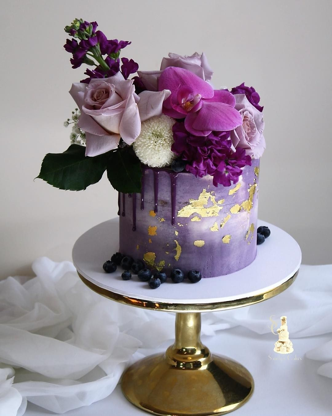 Cake decorating inspiration (With images)   Purple cakes ...