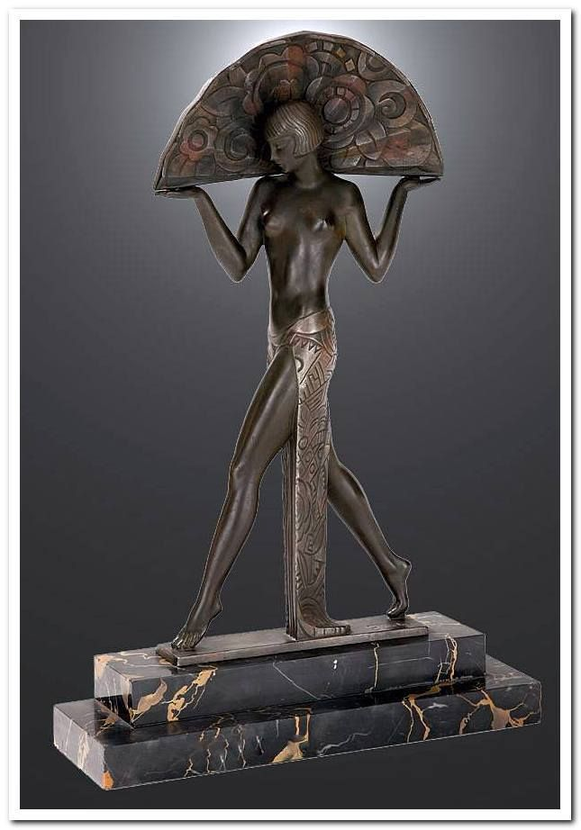 An art deco patinated metal sculpture espana by raymonde for Decoration maison 1930 renove