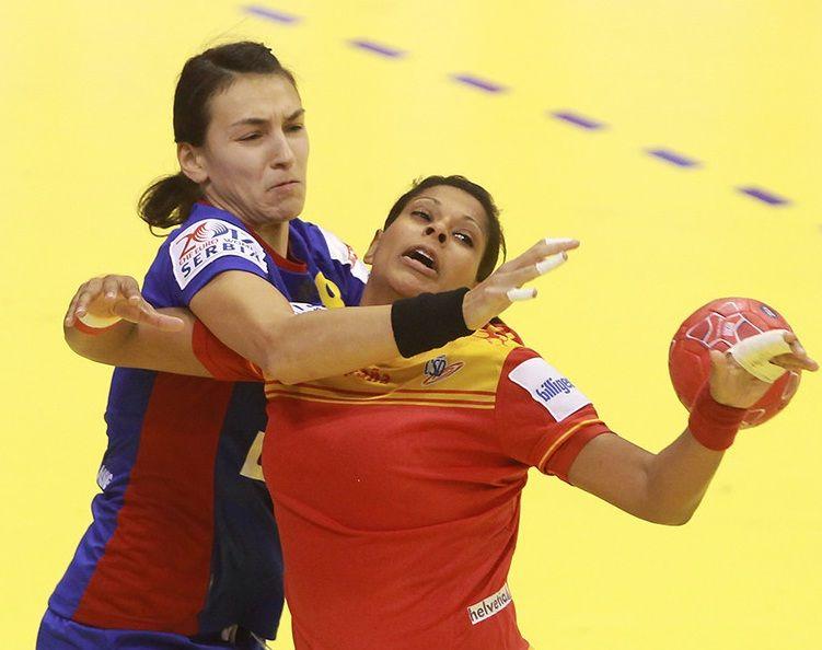 Marta Mangué - Serbia 2012 - Main Round - Esp-Rum (Foto ehf-euro.com)