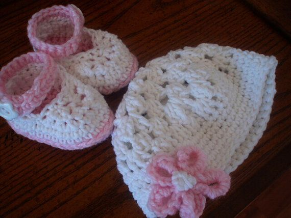 Crochet Pattern Baby Girl Booties and Hats