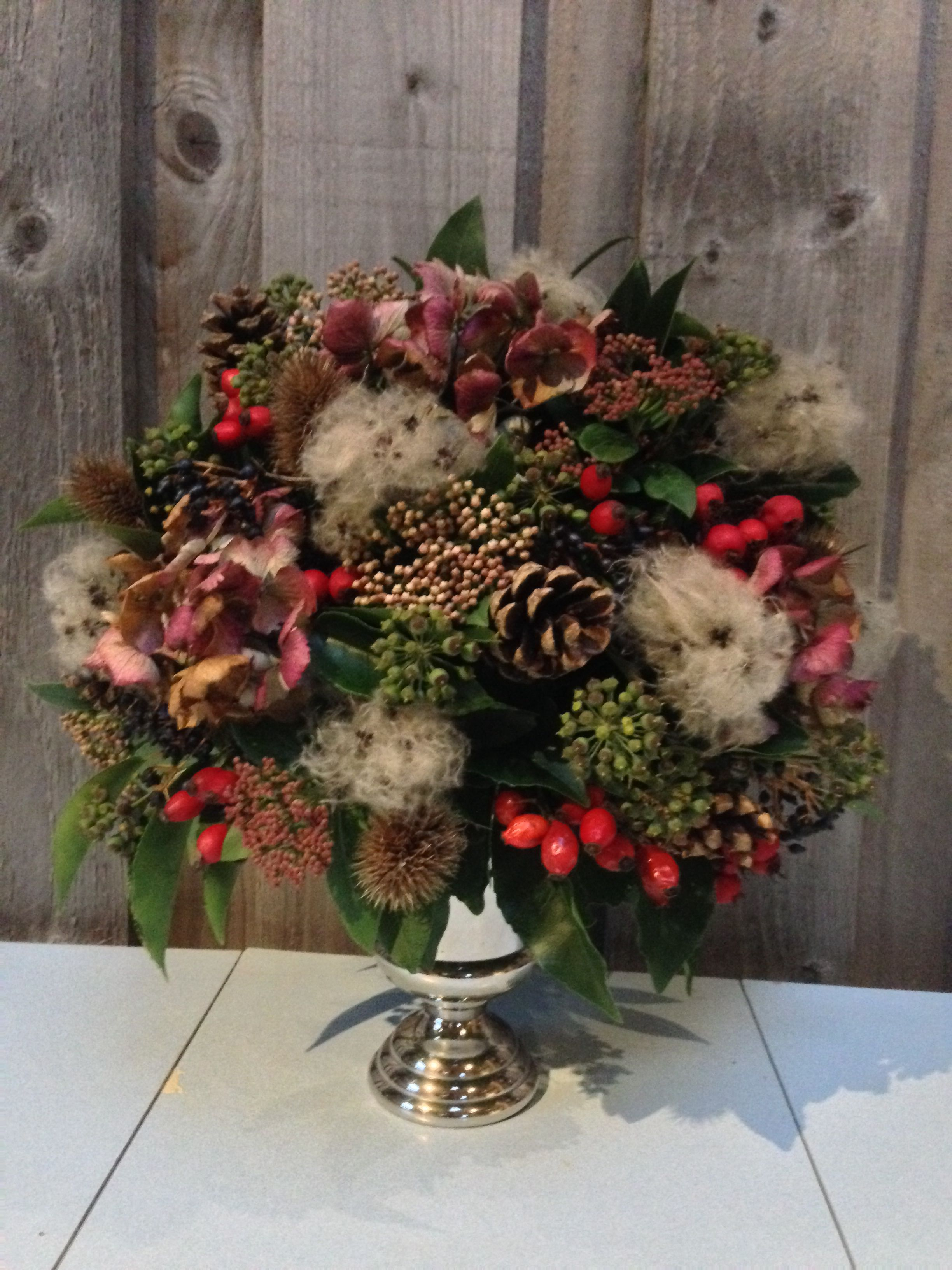 A Slightly More Hedgerow Themed Christmas Table Centre Old Man S Beard Makes It Feel A Little Mor Christmas Flowers Flower Centerpieces Christmas Centerpieces