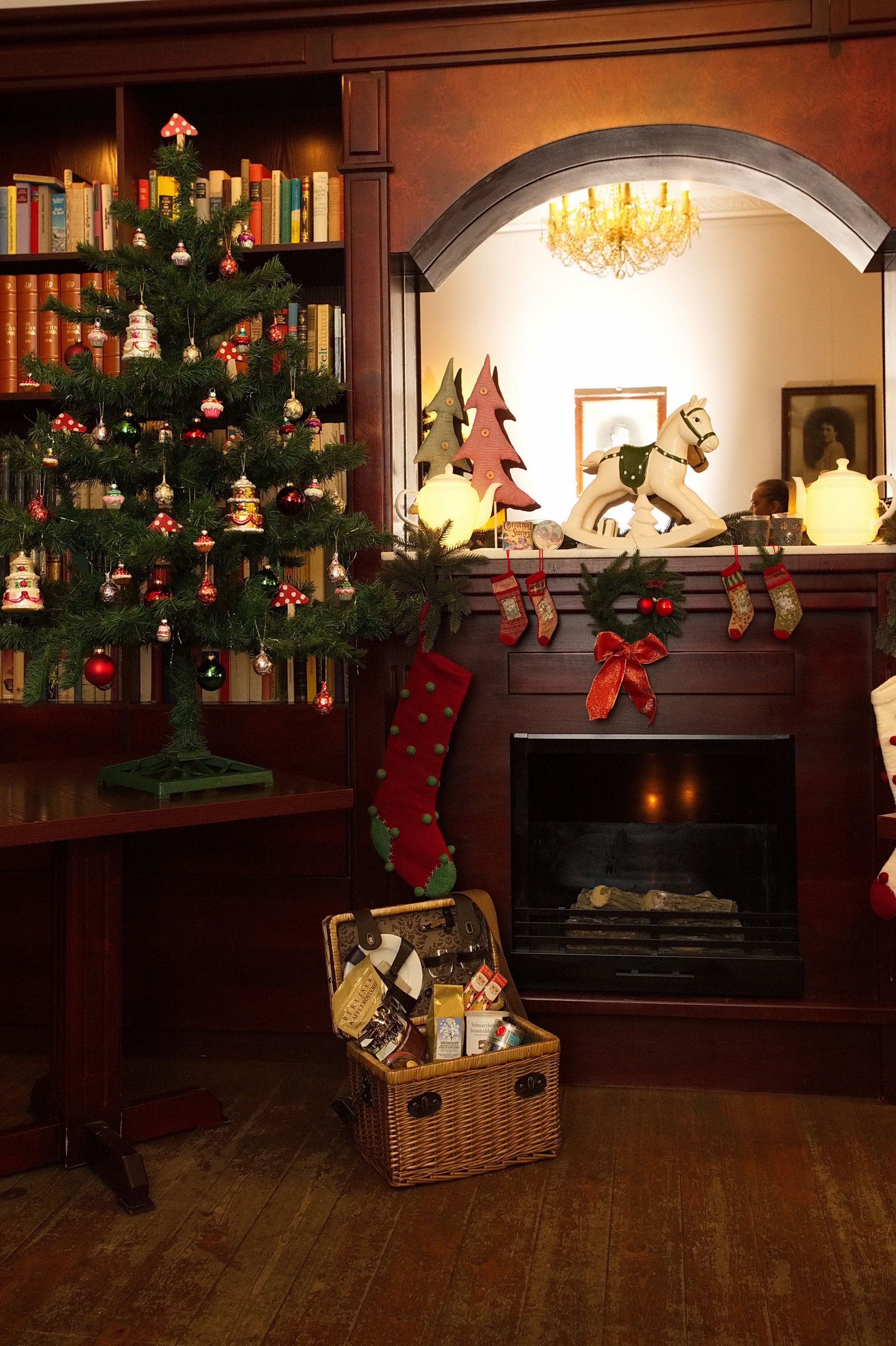 Weihnachtsstimmung in unserer Bibliothek / Christmas ambinace in our ...