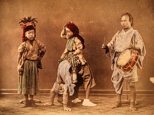 https://flic.kr/p/yTg6i | Japanese Artists | Tinted albumen print from a japanese photo album of the 19th century.