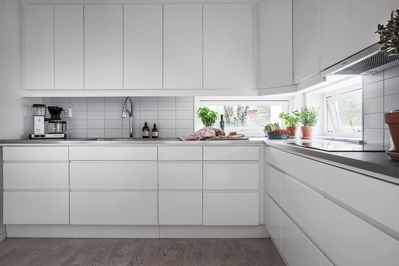 Inredning induktionshäll test : Köket är utrustat med spis med 80 cm induktionshäll, köksinredning ...