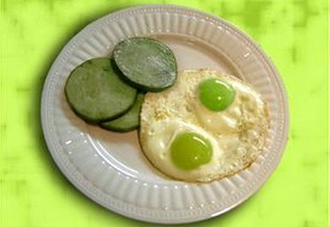 Dr. Seuss Green Eggs and Ham for St. Patrick's Day #greeneggsandhamrecipe