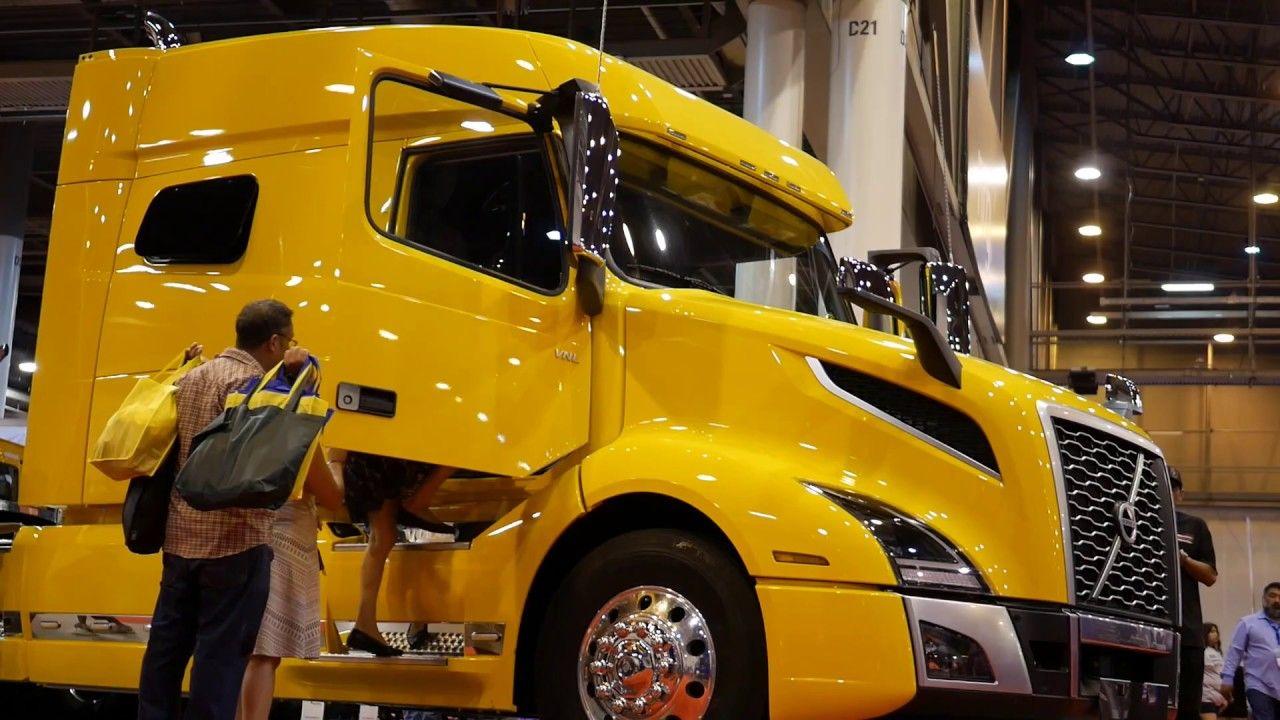 2019 Texas Trucking Show Big Rig Bull Texas Truck