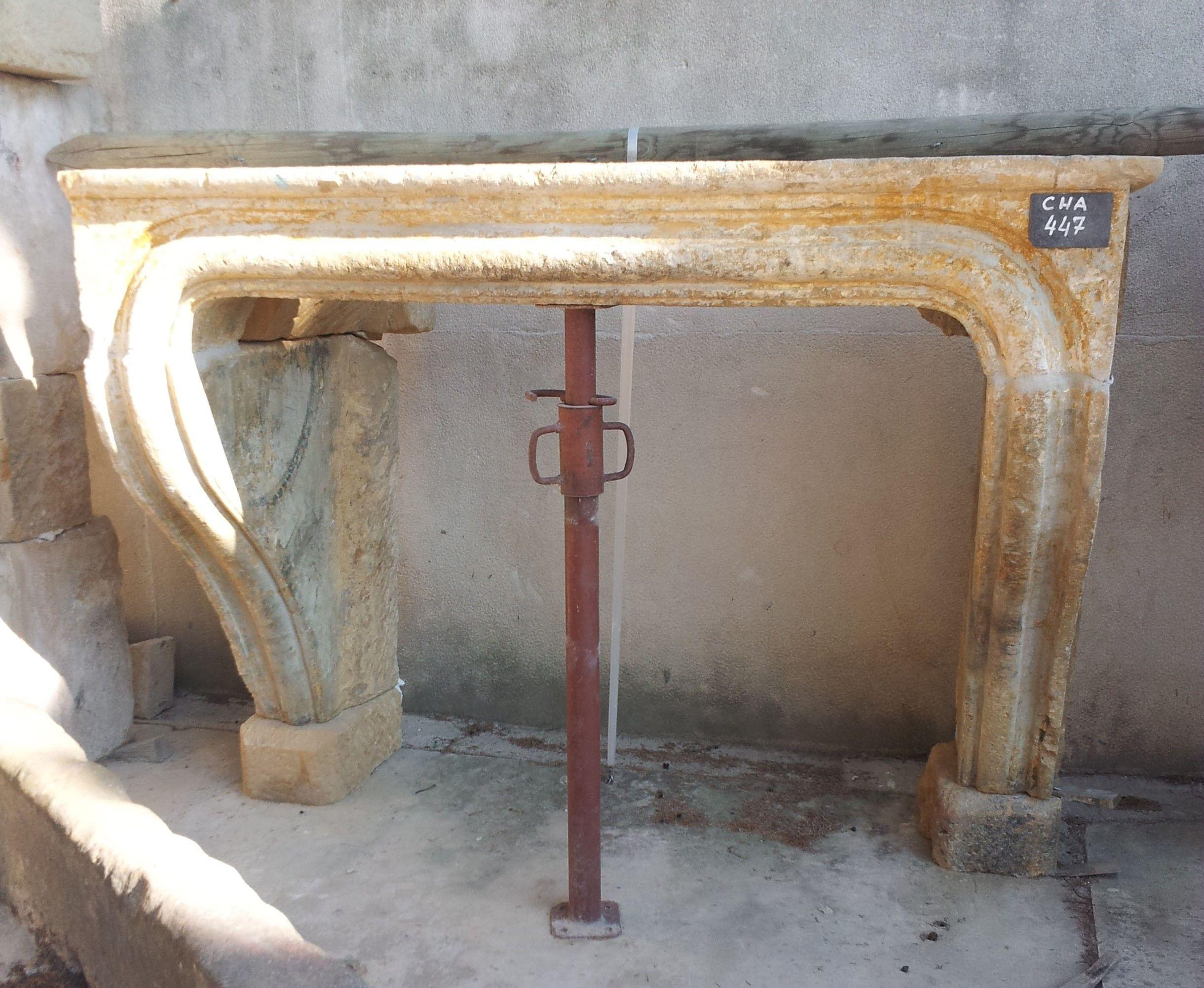 Linteau En Arc De Cercle cette élégante cheminée ancienne a été finement taillée dans